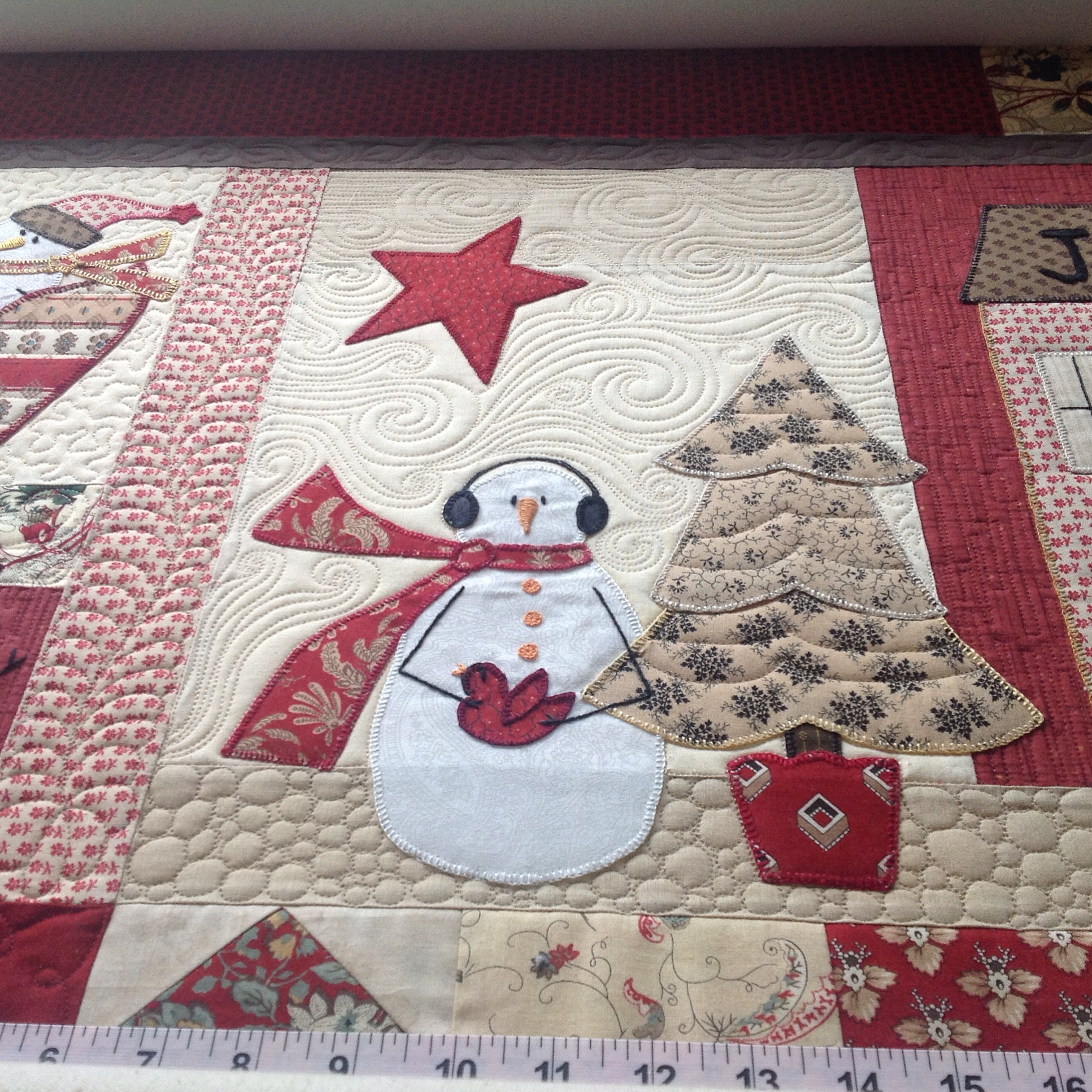 Alvena S Applique Christmas Quilt Free Bird Quilting Designs