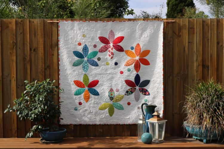 Mirage 'Ring of flowers' quilt
